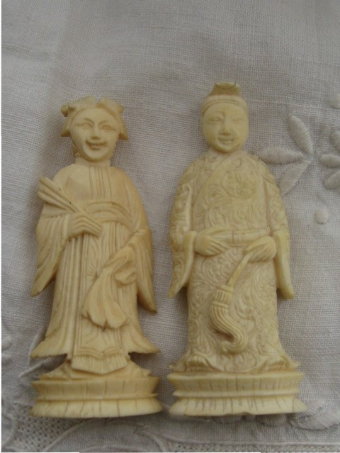 Antique Chinese carved ivory chess pieces
